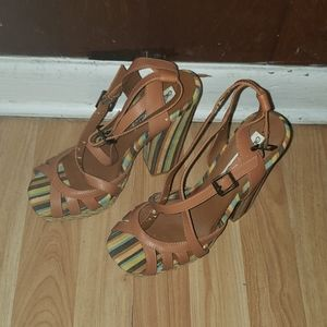 Brown Open toe cross stripes chunky heels